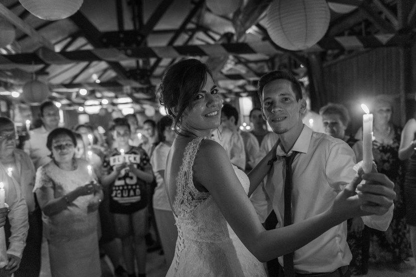 gyertyafény keringő, fotozsurnaliszta esküvői fotózás