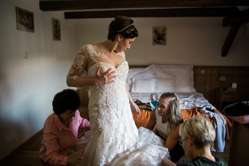 esküvői előkészület, menyasszony készülődése