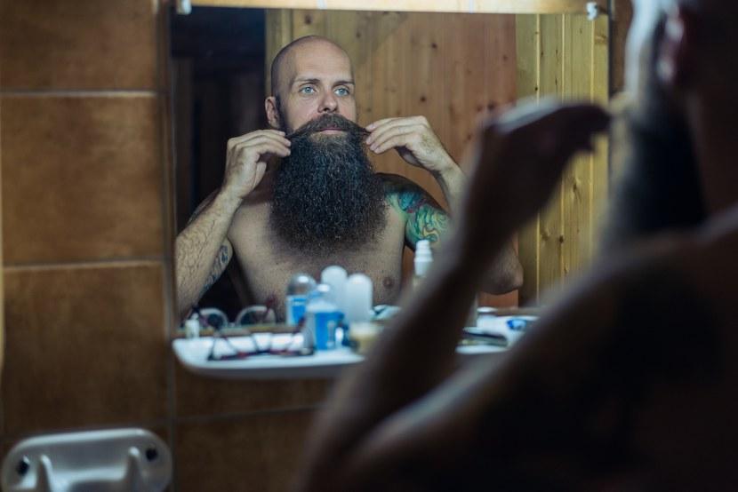 esküvői fotózás, tetoválás vőlegény szakáll